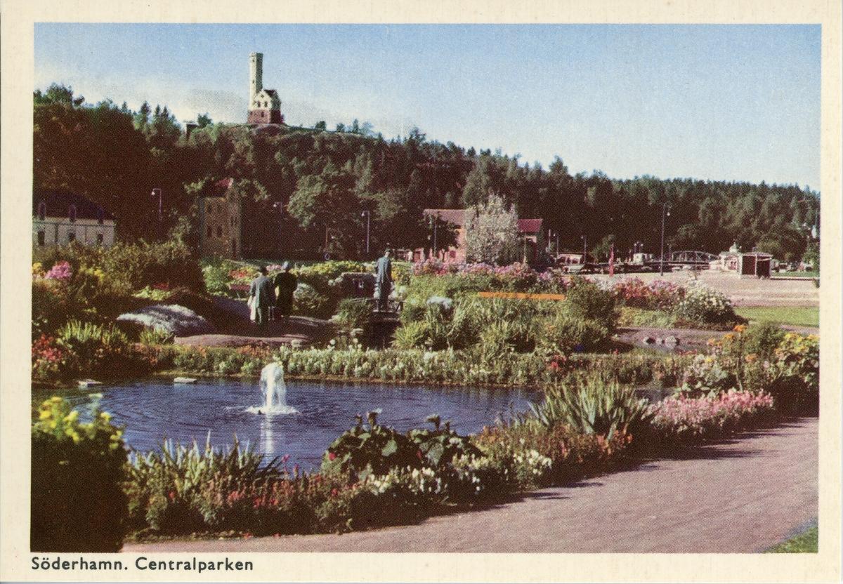 10 små vykort i färg med olika motiv från Söderhamn. Vykorten ligger i en pappersförpackning.