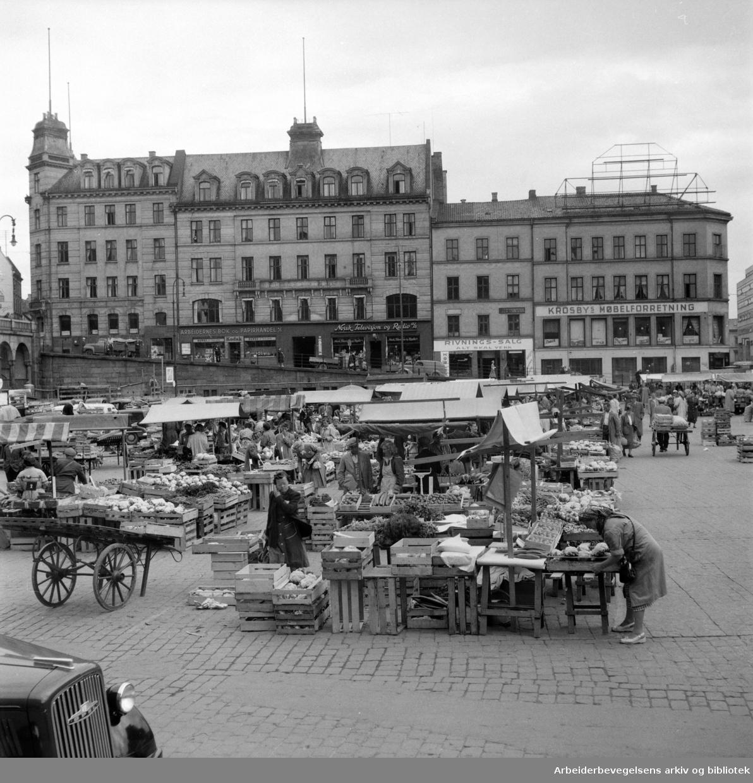 Folkets Hus (Møllergaten 18, Youngsgaten 11. - 13. før ombyggingen). Juli 1954
