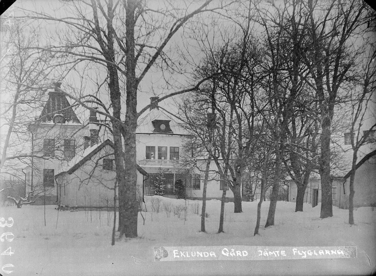 """""""Eklunda gård framsidan med flyglarna"""", Simtuna socken, Uppland 1924"""