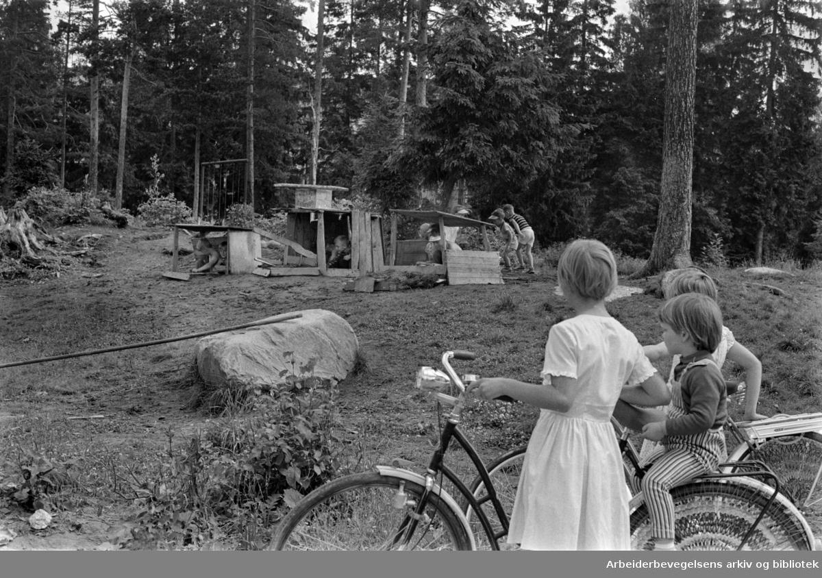 Bøler. Dårlige lekeplasser. Juni 1963