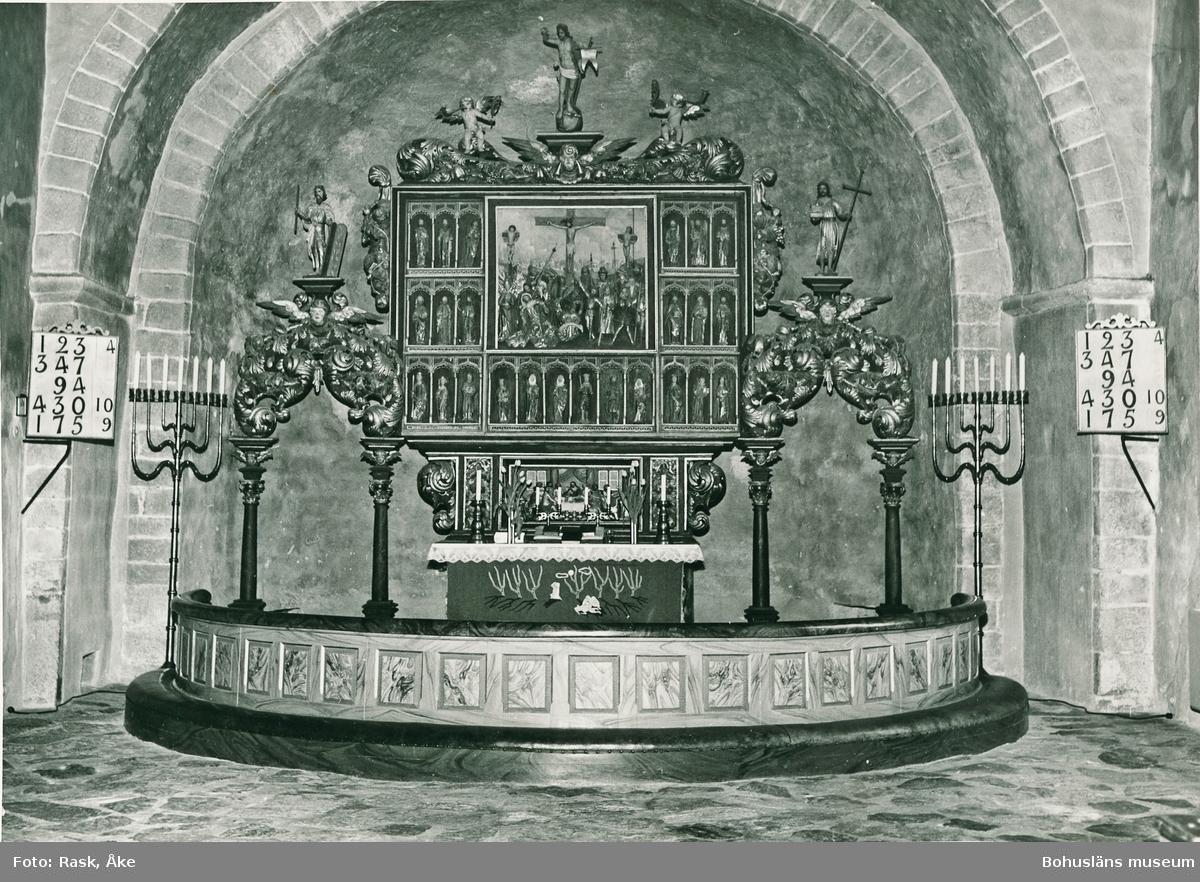 """Text till bilden: """"Skee kyrka, interiör""""."""