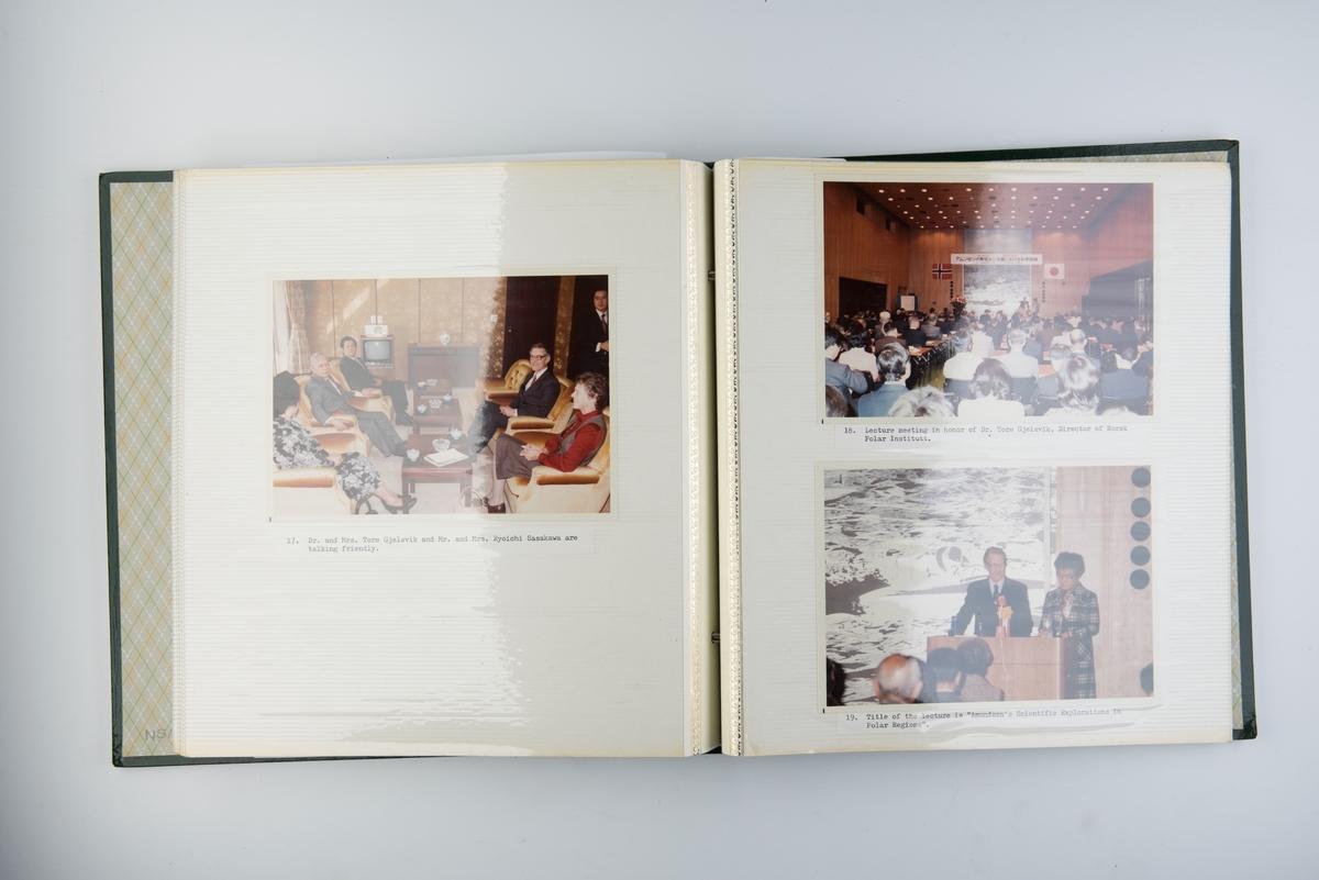 Album med fotografier fra Amundsenutstilling i Tokyo i 1979-1980.