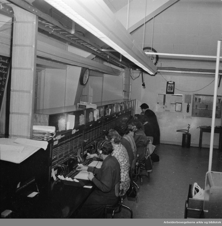 Åsen. Åsen telefonsentral. Interiør. Mai 1957