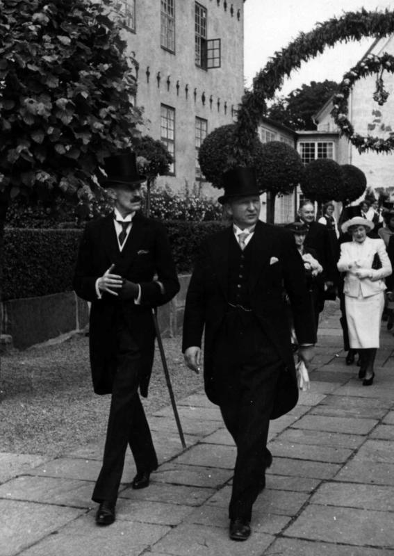 Åpning av utstillingene rundt Torget 27. juni 1938.