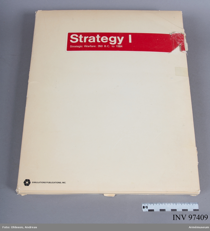 Spelet består av en spelplan i två delar föreställande en imaginär karta som delas in i hexagoner, cirka 800 markeringsbrickor i svart, blått, vitt, grönt, brunt, vitt respektive rosa, en hexagonformad tärning, samt ett antal häften och lösa blad med kartor, tabeller, diagram och spelinstruktioner. Spelet simulerar konflikter som sträcker sig från antiken och in i framtiden.