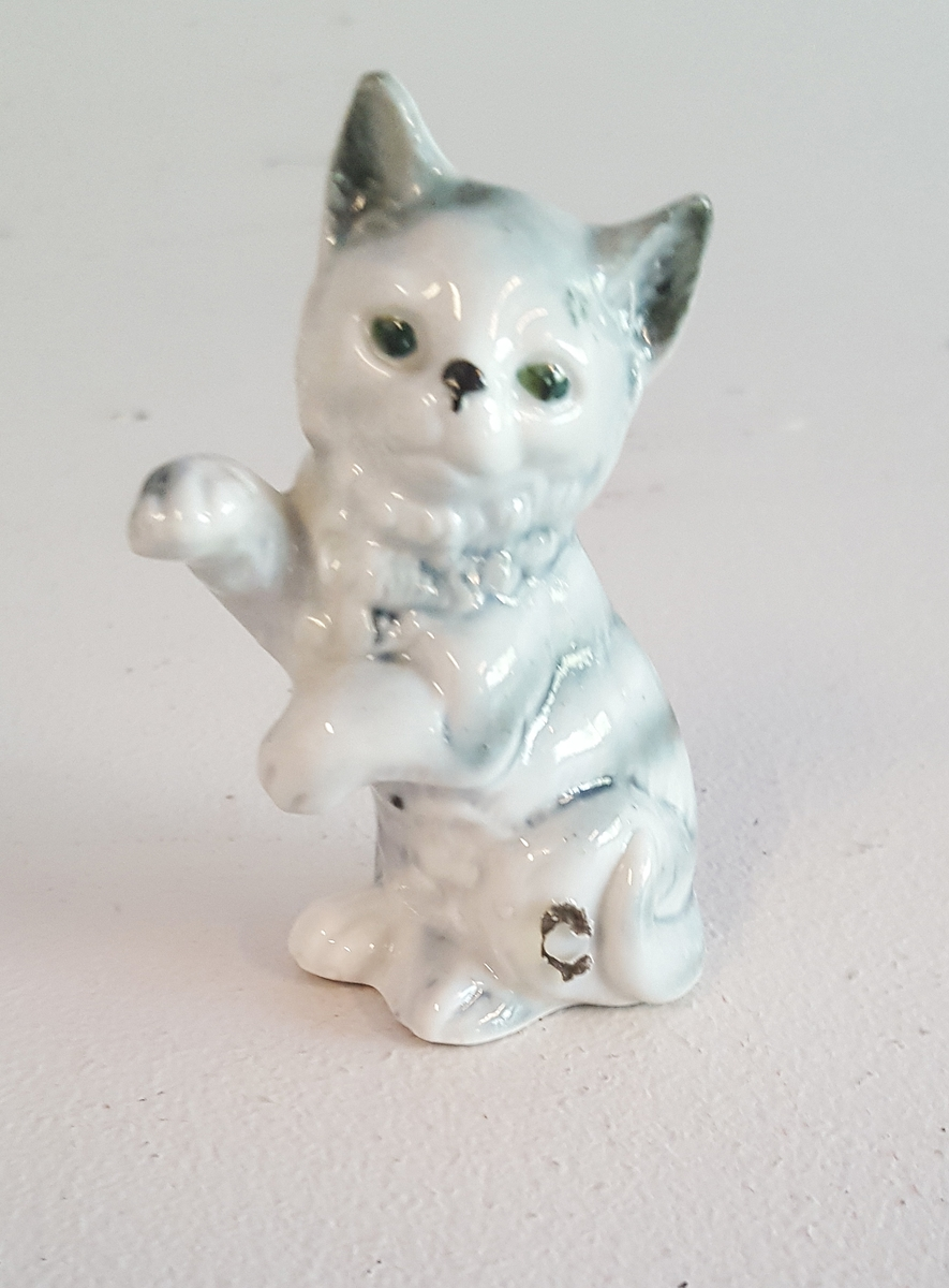 Figur i form av sittjande katt
