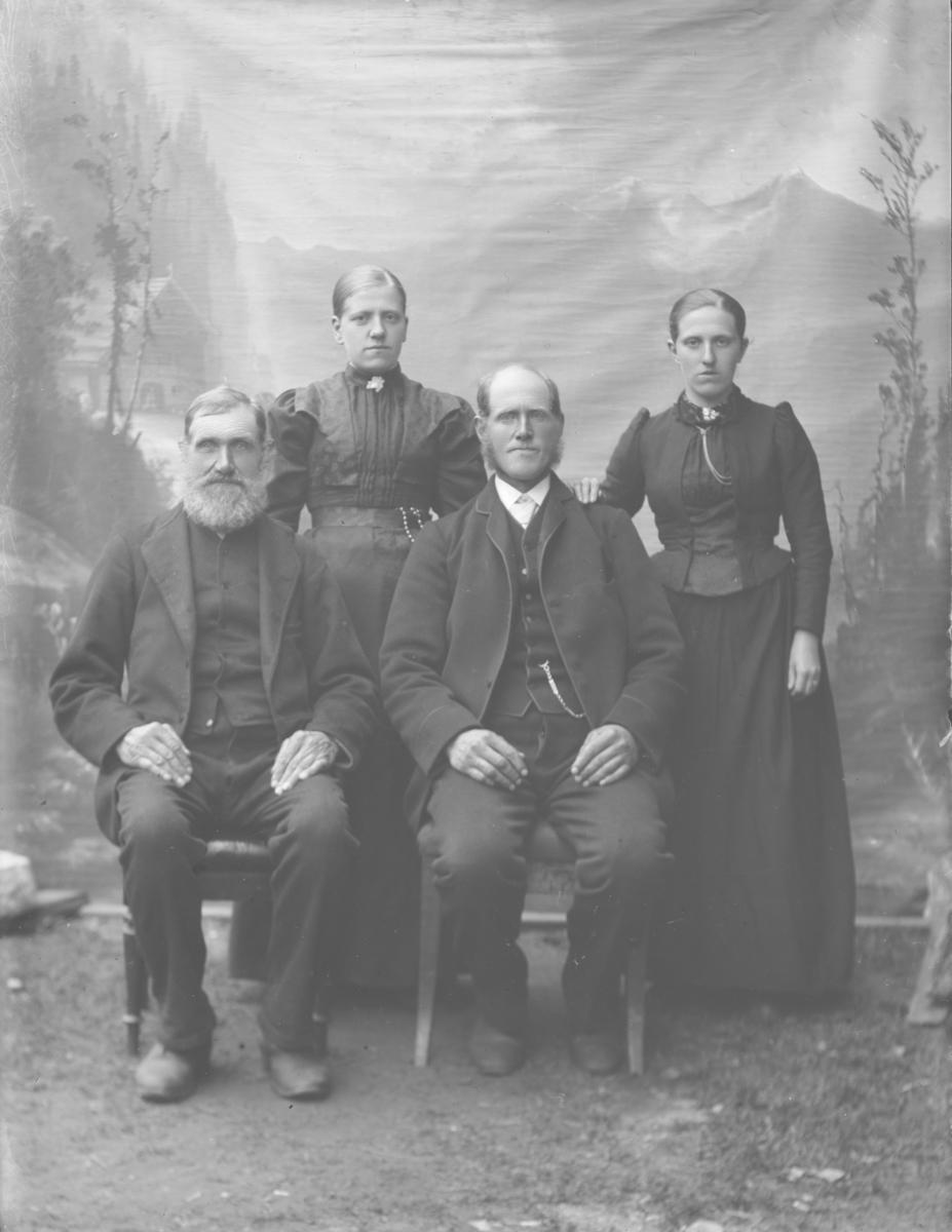 Gruppebilde, Thora Tofte med familie