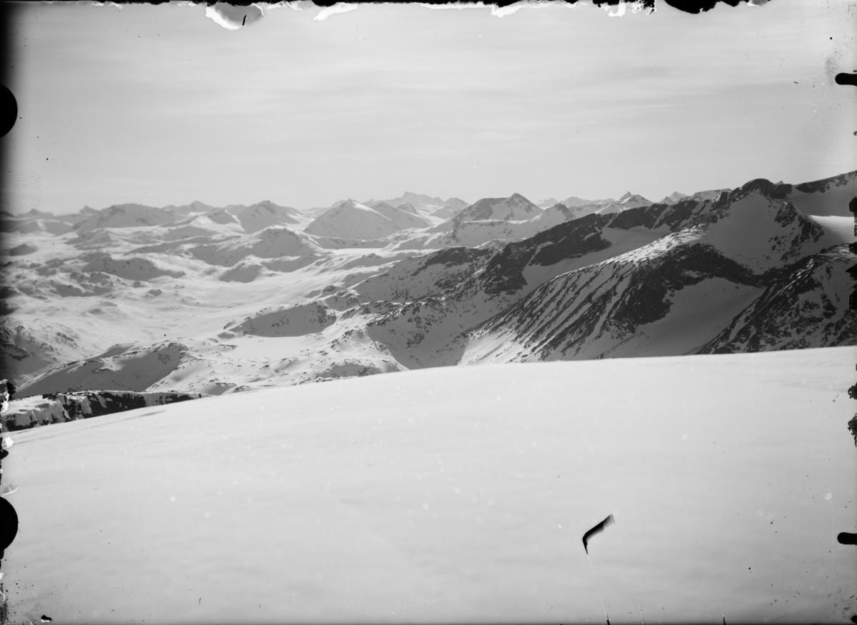 Jotunheimen, vinterlandskap, utsikt over fjelltopper