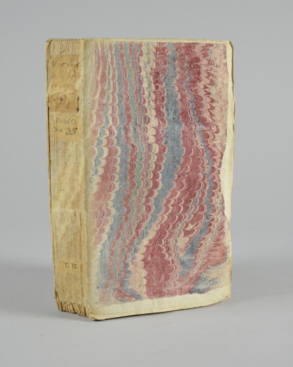 """Bok, häftad: """"Traité de l'opinion, ou mémoires pour servir à l'histoire de l'esprit humain """", skriven av Gilbert Charles Le Gendre, utgiven i Paris 1733. Vol. 5, första delen.  Pärmen klädd i marmorerat papper, i vitt, rosa och grönt. Med oskurna snitt. Ej uppsprättad. På ryggen påklistrade pappersetiketter med titel (oläslig) och volymnummer."""