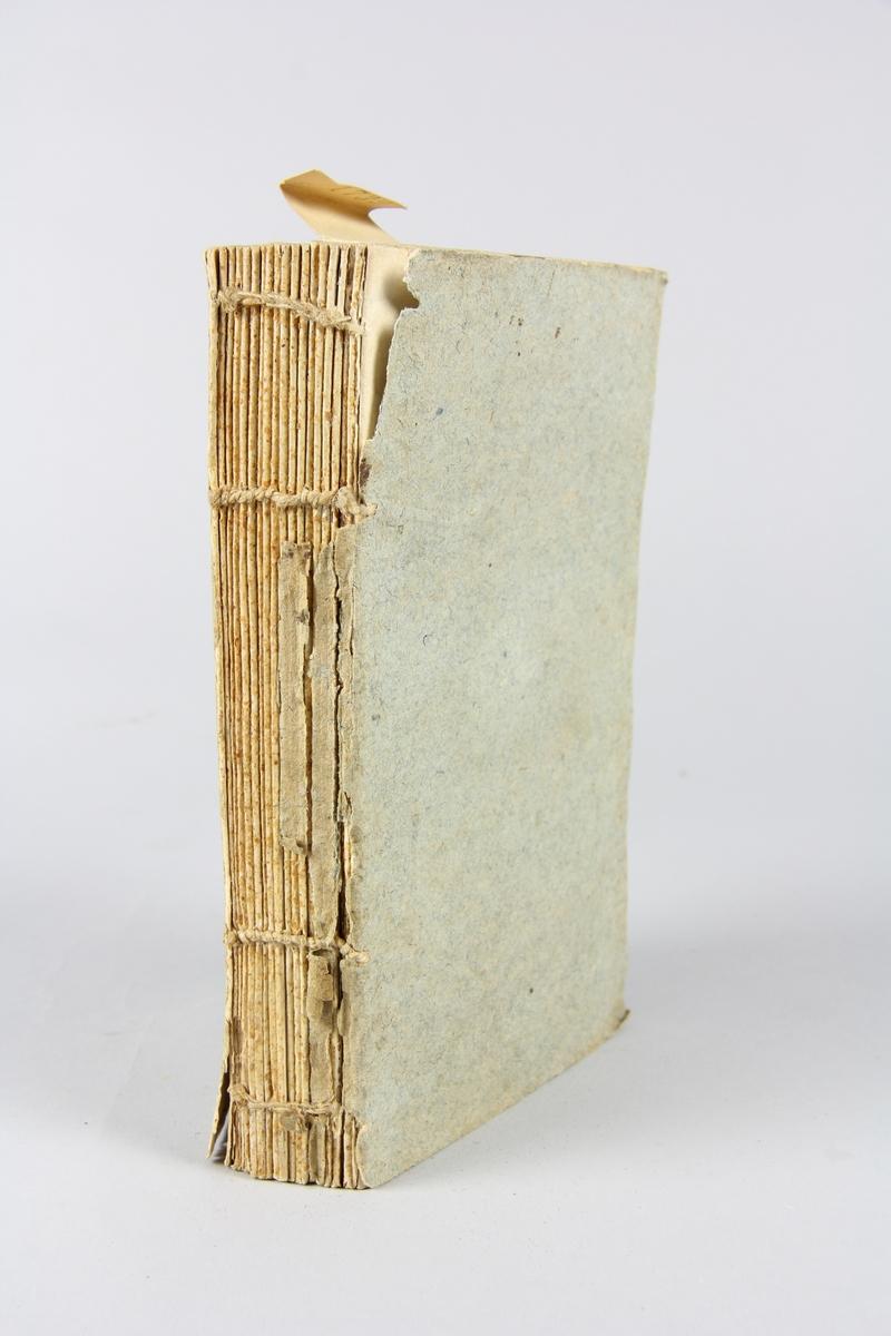 """Bok, häftad, """"Oeuvres complètes"""", del 6, skriven av de Florian, tryckt i Leipzig 1796. Pärmar av gråblått papper, skurna snitt. Ryggen blekt och skadad."""