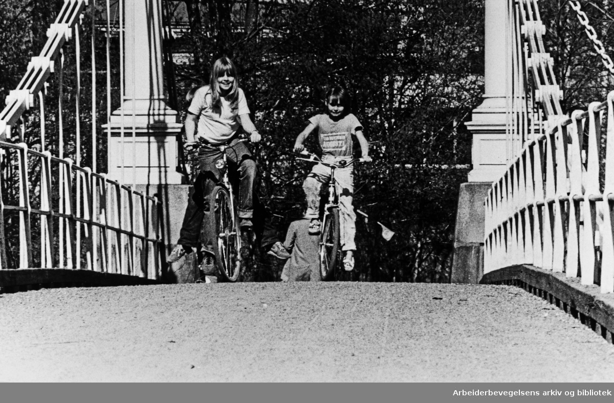Akerselva. Kristffer Aamots bru. April 1981