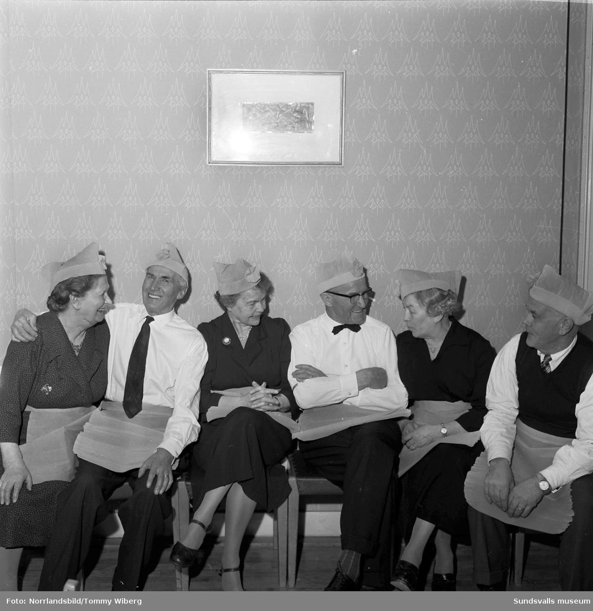 Glada miner på pensionärernas fest på W6.