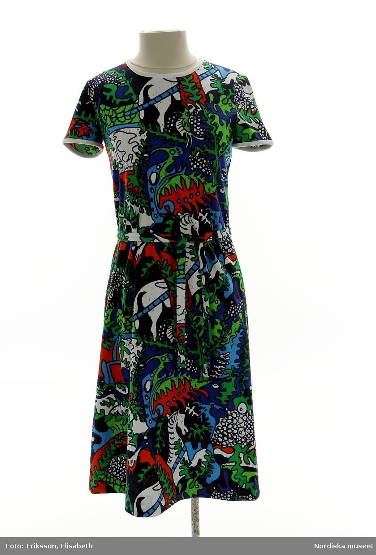 Kortärmad klänning med löst skärp i bomullsjersey 4c4901968e747