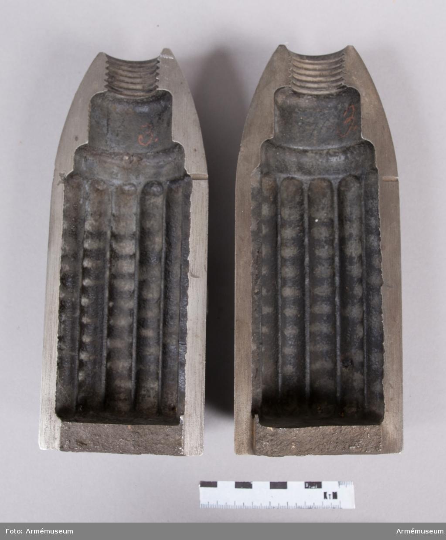"""Grupp F II. 9 cm granatkartesch i två halvor. För 250 stycken blykulor till 9 cm (3"""") försökskanon. Enligt ritning den 27/6 1876. 1875-76 års skjutförsök."""