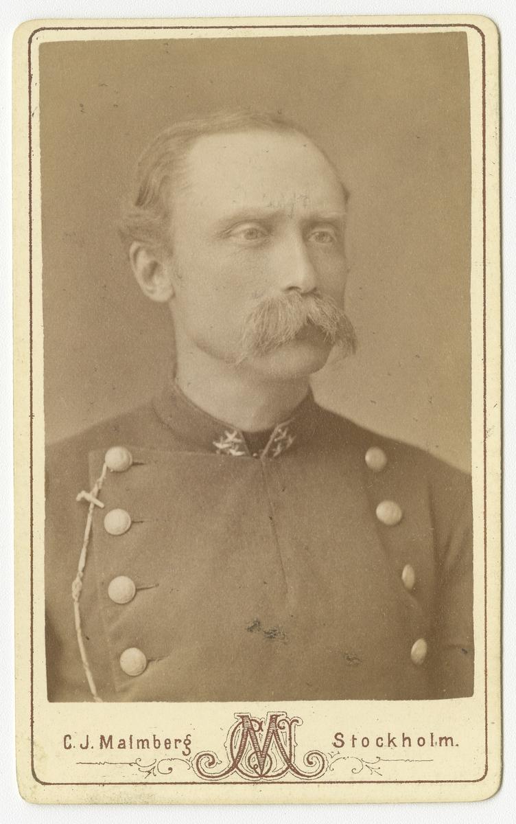 Porträtt av Oscar Wilhelm Jacob Lannerstierna, kapten vid Västmanlands regemente I 18. Se även bild AMA.0007894.