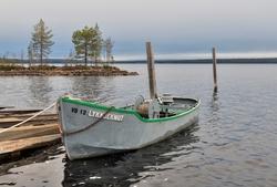 6e996461 Varpebåten «Lykkjeknut», fotografert ved slippen på Sørlistø