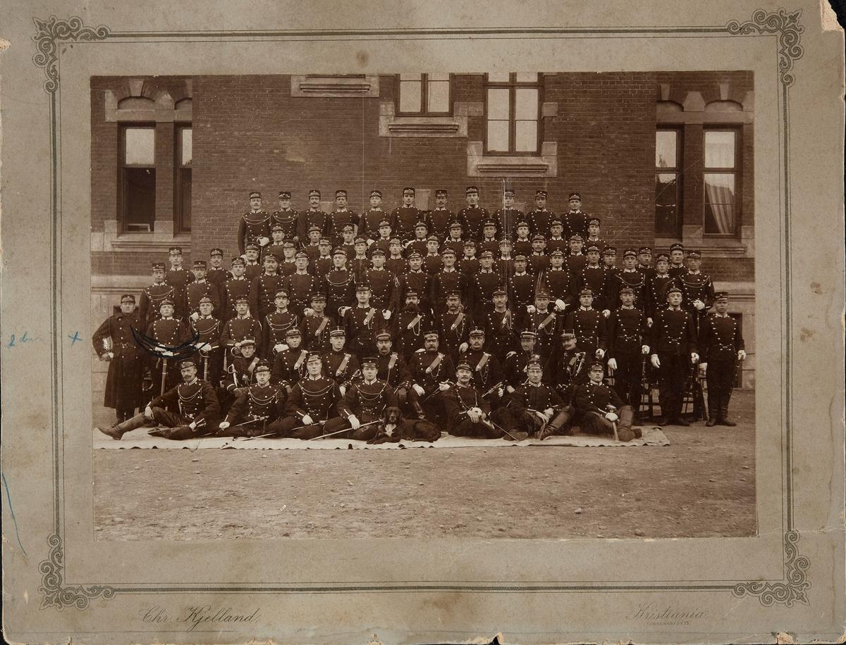 Gruppe militære, soldater, Trandum ?, ca. 1865. 2.rekke nr. 2. f.v. Mathias Kristiansen Ødegård.