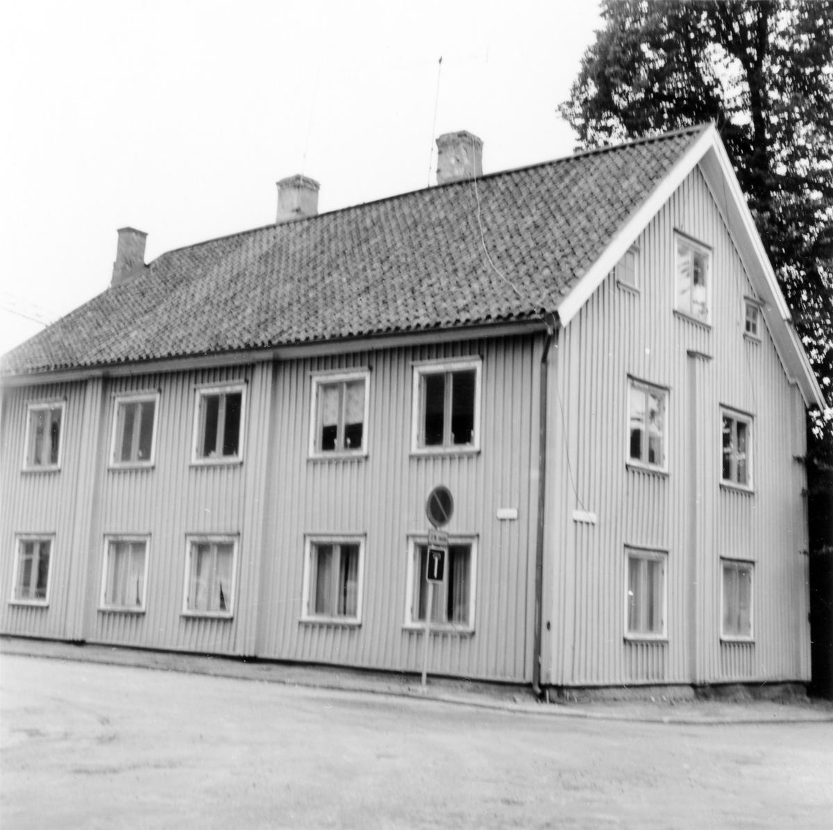 Gamla tingshuset i hörnet av Plangatan och Östra Vattugränd i kvarteret Spinnaren.