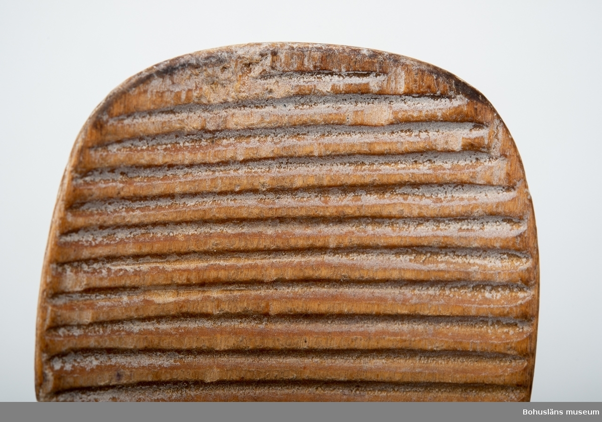 Skedformad refflad smörspade för att dekorera smör till smöruppläggning.