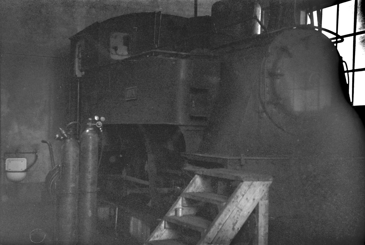 Sulitjelmabanens damplokomotiv ODIN i lokomotivstallen i Lomi.