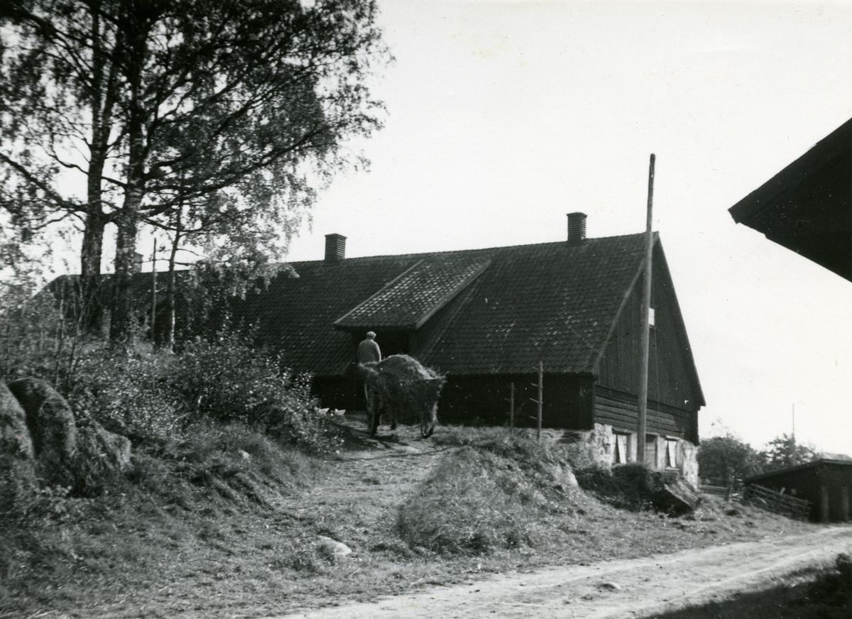 Kolsva/Bro sn, Lyftinge. Ladugård.