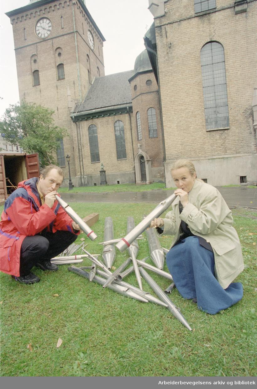 Domkirken. Kåre Nordstoga, domorganist og Elisabeth Vik Forsberg, auksjonarius. 12. september 1996
