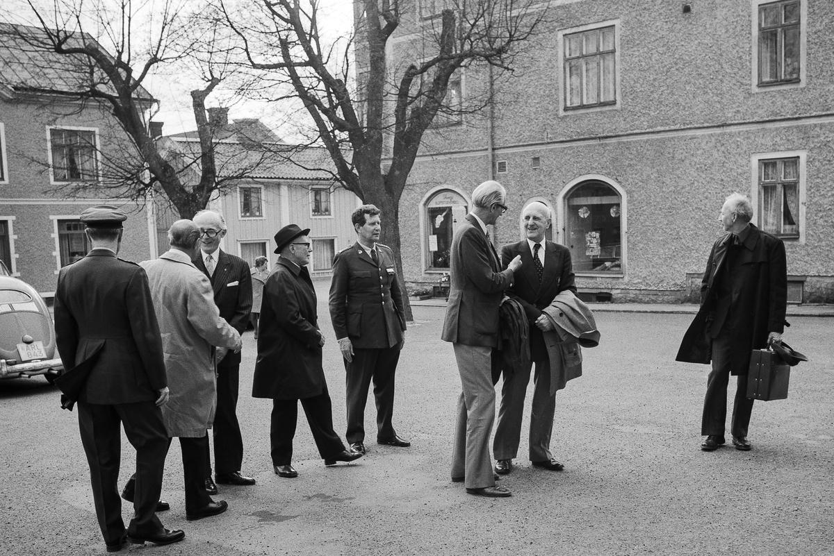 I ljus rock till vänster överste Stig Colliander, därefter överstelöjtnant Carl Gustaf Sandberg, överstelöjtnant Berndt Juhlin, kapten Bengt-Erik Murray, överste Almkvist.