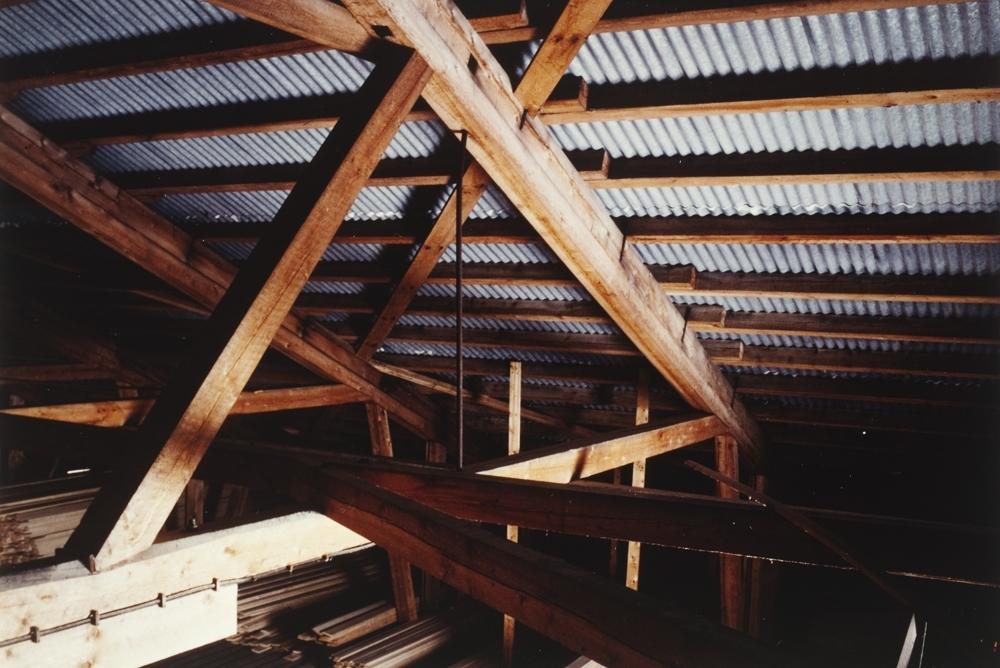 Interiør fra Nesbruket. Detaljer byggekonstruksjon