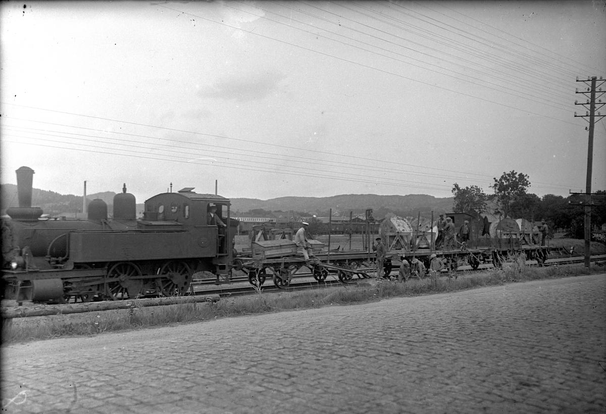 Statens Järnvägar, SJ Ke 772 med kabelläggningståg på 6 bansektionen. På linjen i närheten av Partille.