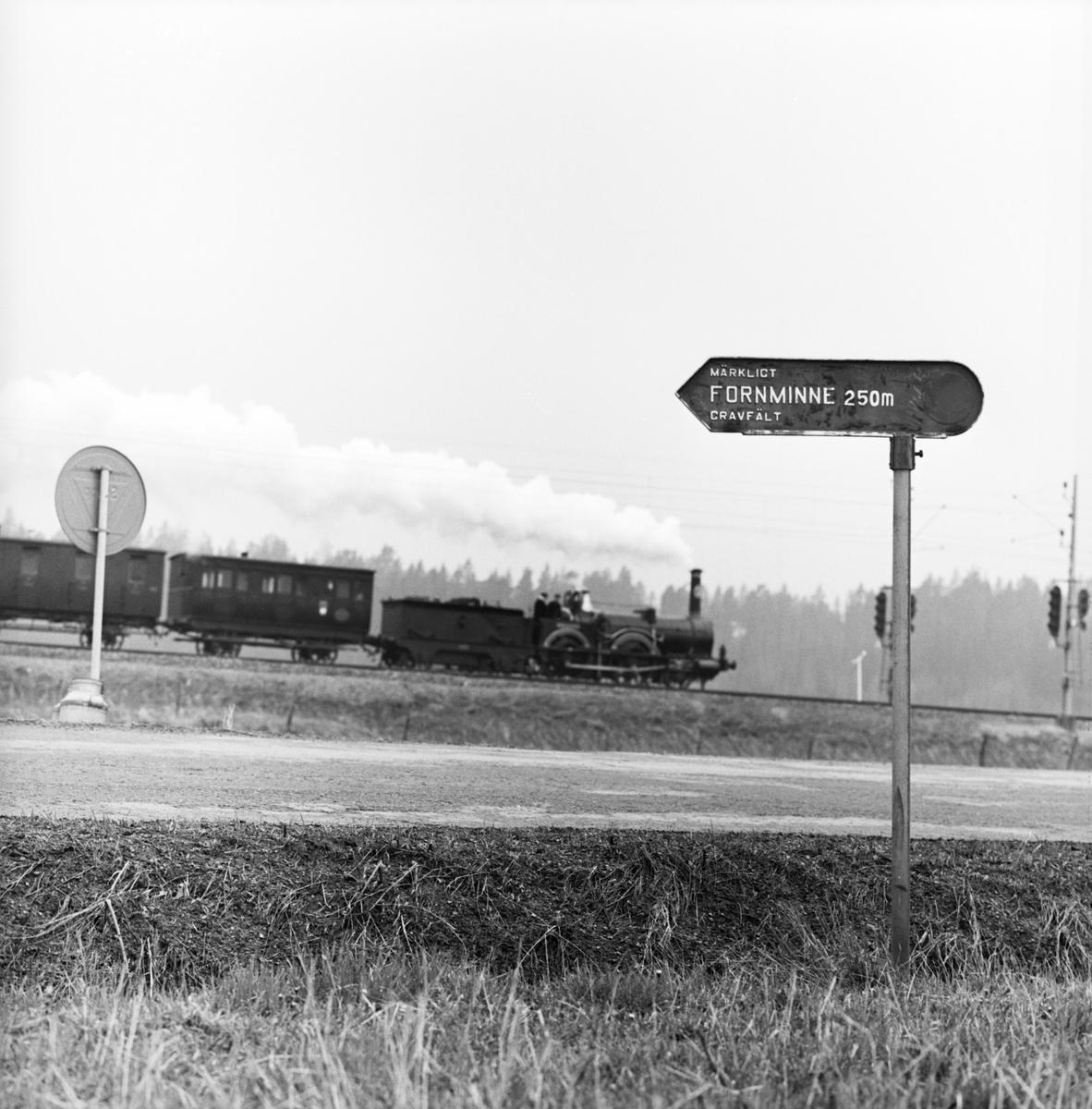 """Historiska tågets resa från Stockholm till Göteborg för invigningen av Tåg 62. Sträckan Flen-Katrineholm. SJ B 3 """"Prins August"""". KHJ CD 13. SJ C 182"""