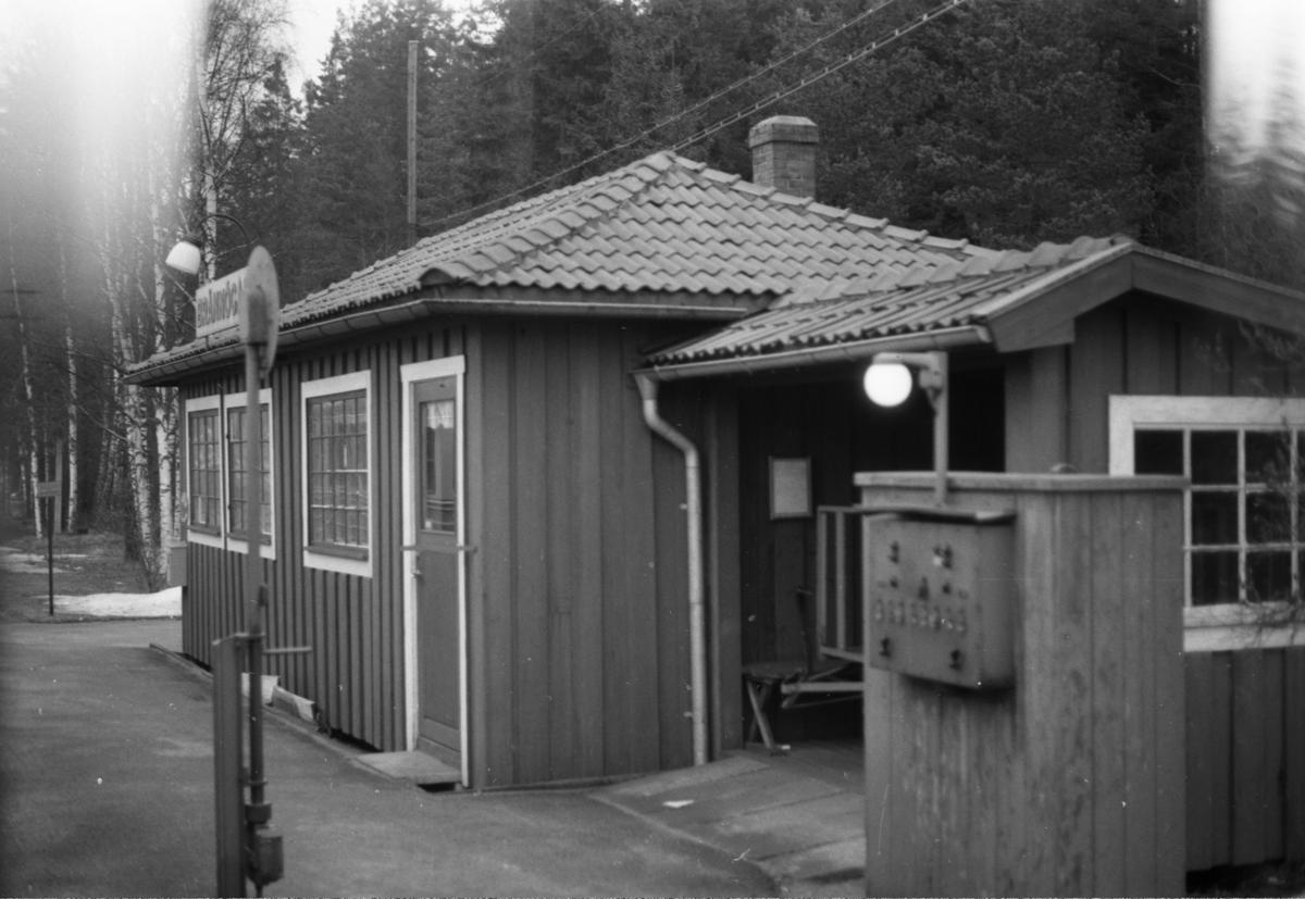 Brännögård hållplats.