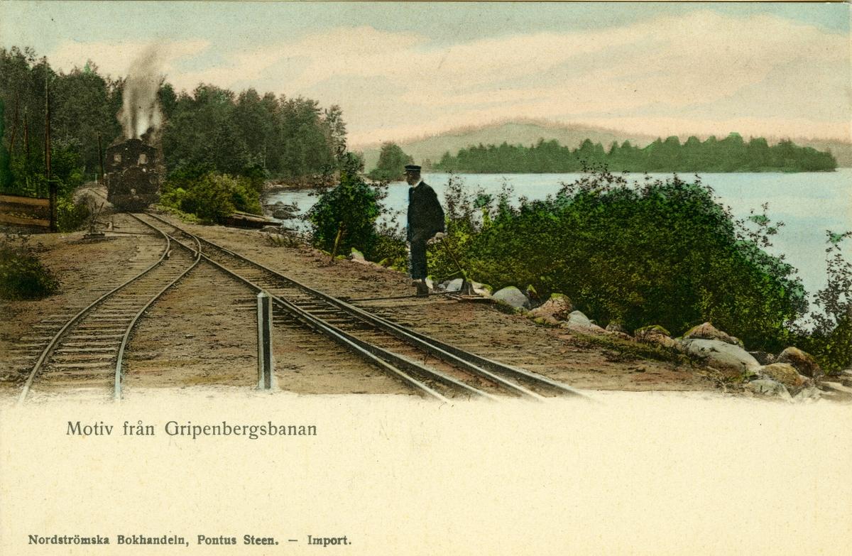 Ånglok ankommer till Bunn station, till höger syns sjön Bunn.