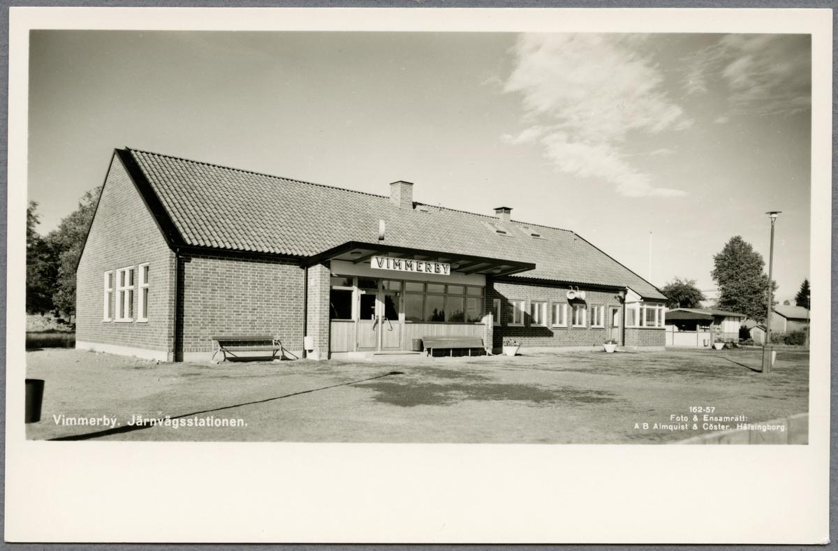 Vimmerby järnvägsstation från spårsidan.