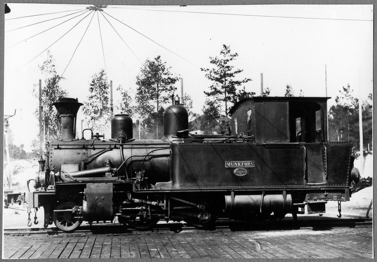 """Nordmark - Klarälvens Järnväg, NKlJ lok 8 """"Munkfors""""."""