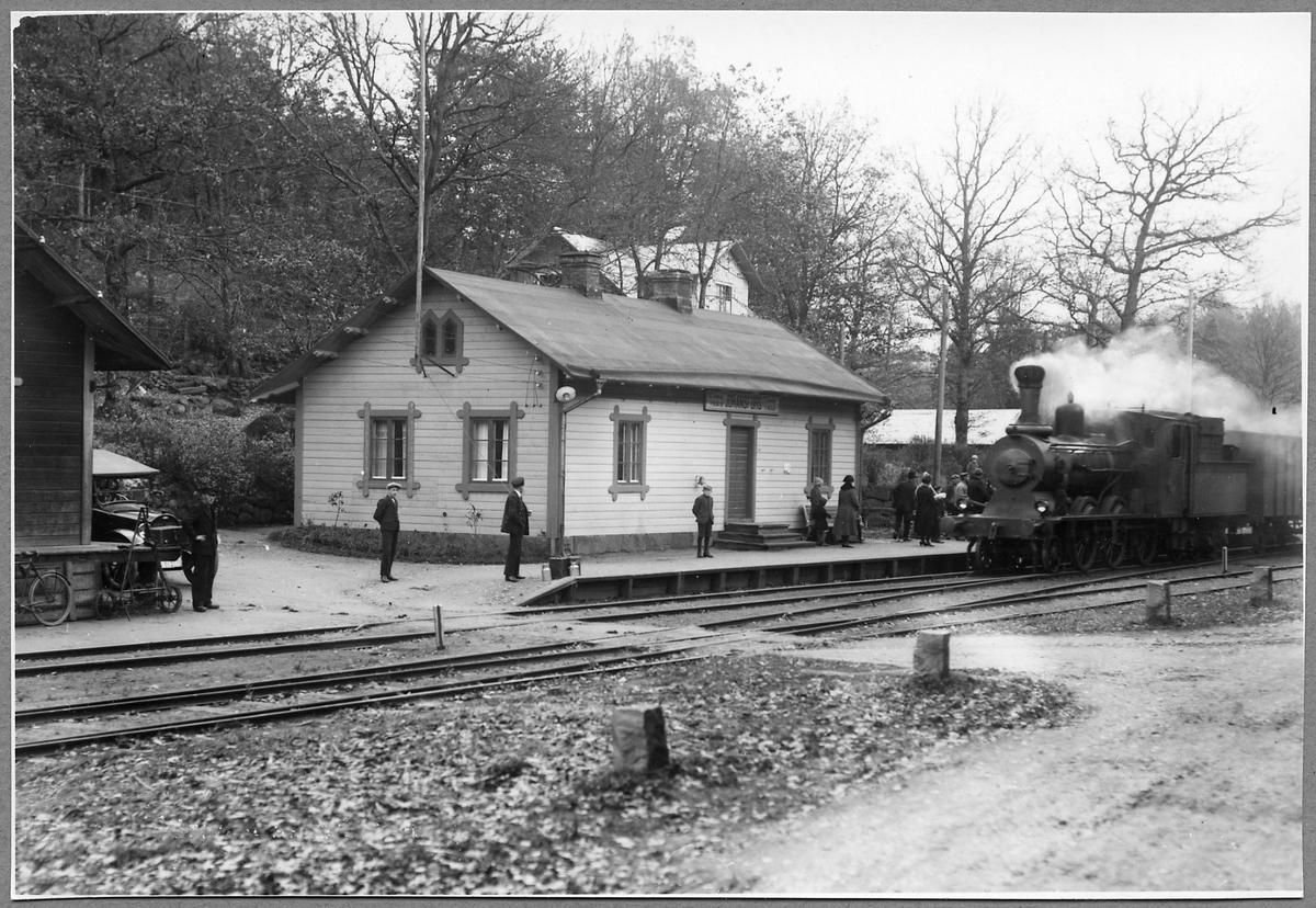 Halmstad-Nässjö Järnvägar, HNJ F 18 på stationen i Johanfors.