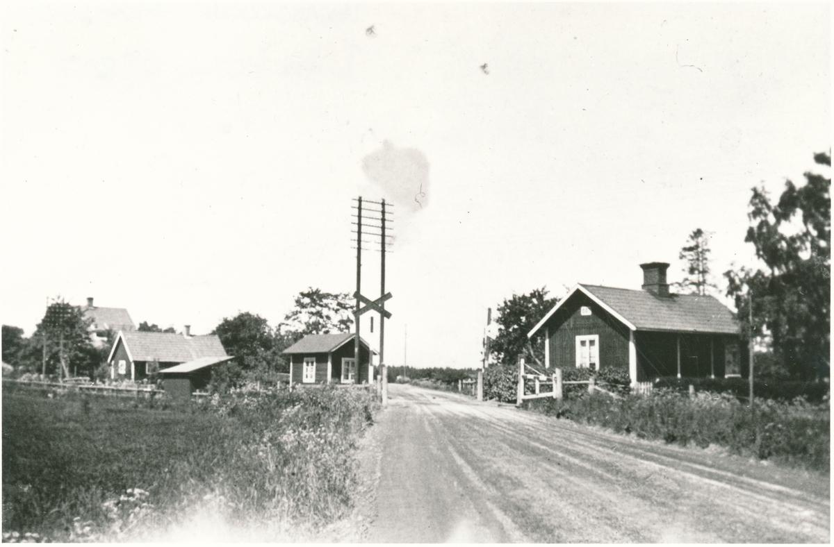 Hållplats byggd 1904, utmed linjen Västerås-Dingtuna.