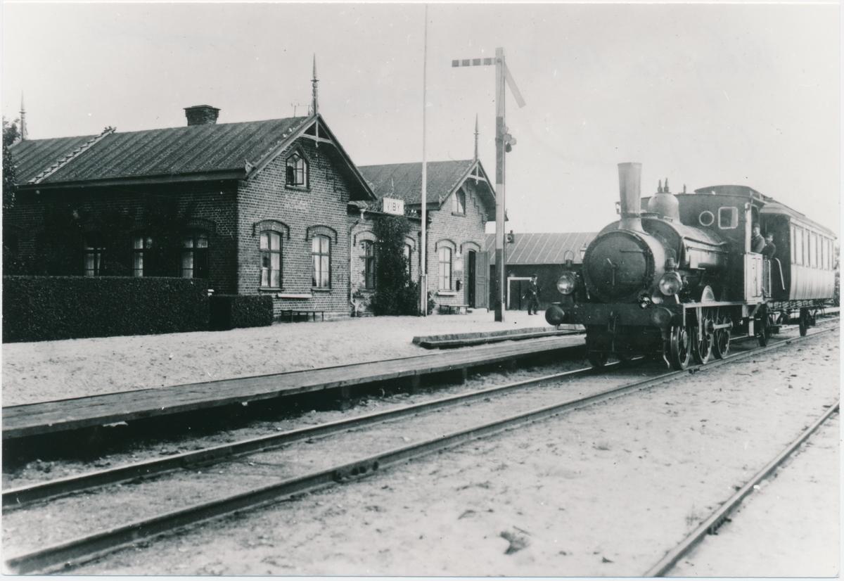 CHJ lok 5 Kristianstad - Hässleholms Järnväg Viby station
