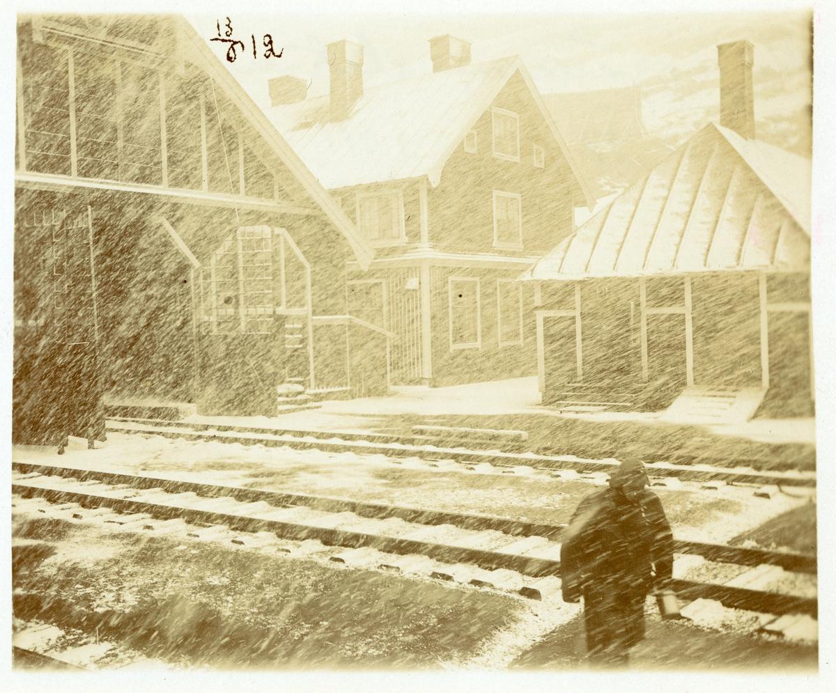 Riksgränsens station i snöstorm.