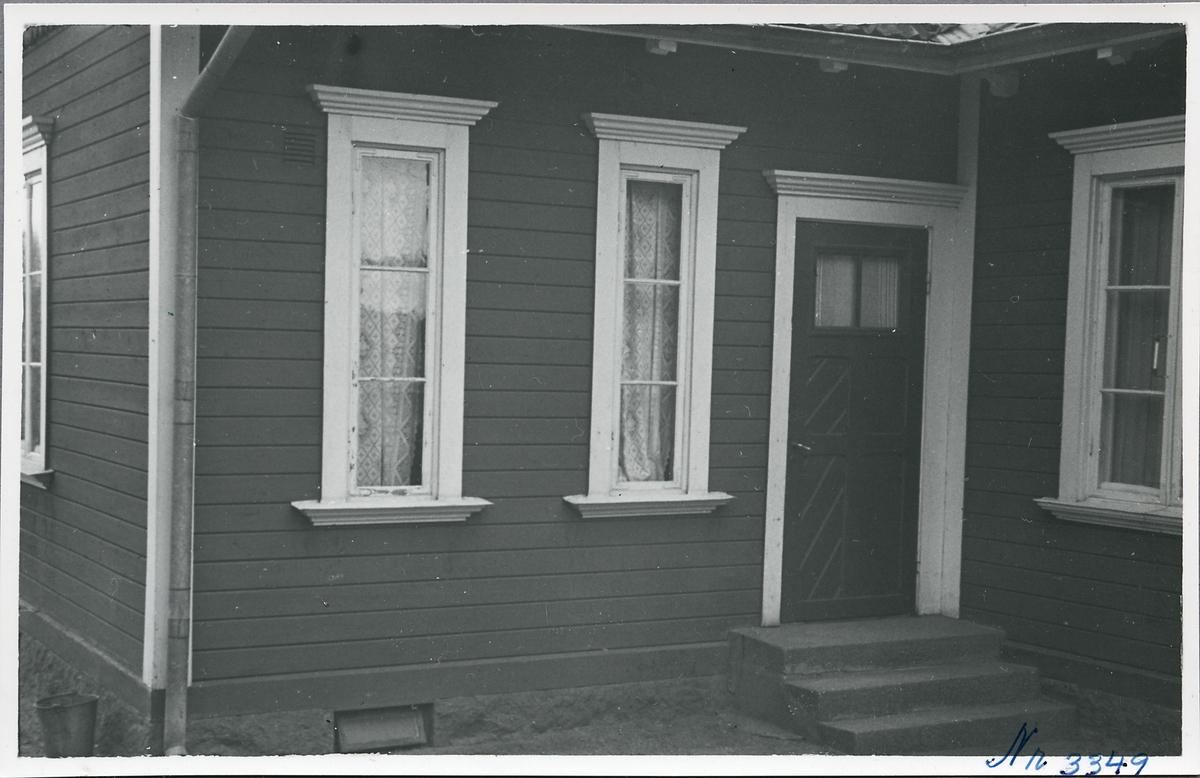 Hovetorps hållplats, bostadsingången.