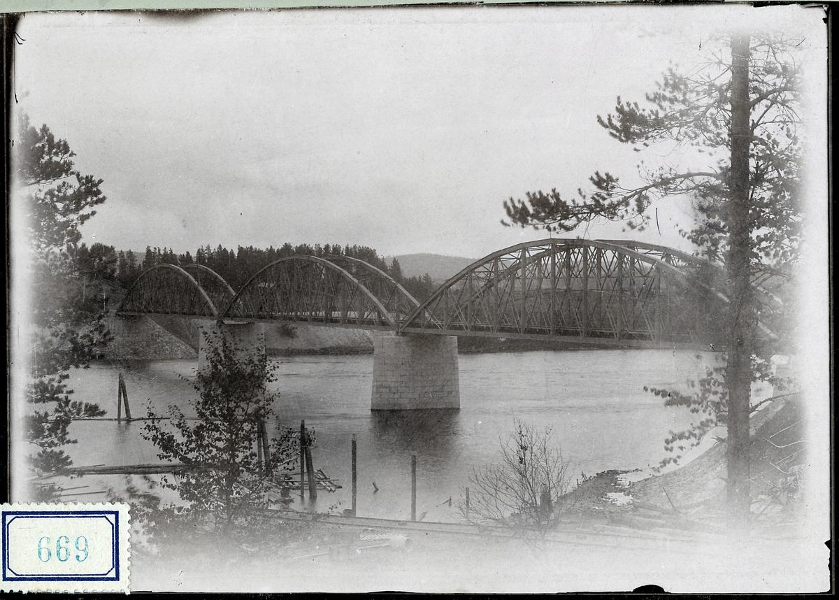 Bro över Ume älv vid Vännäs.