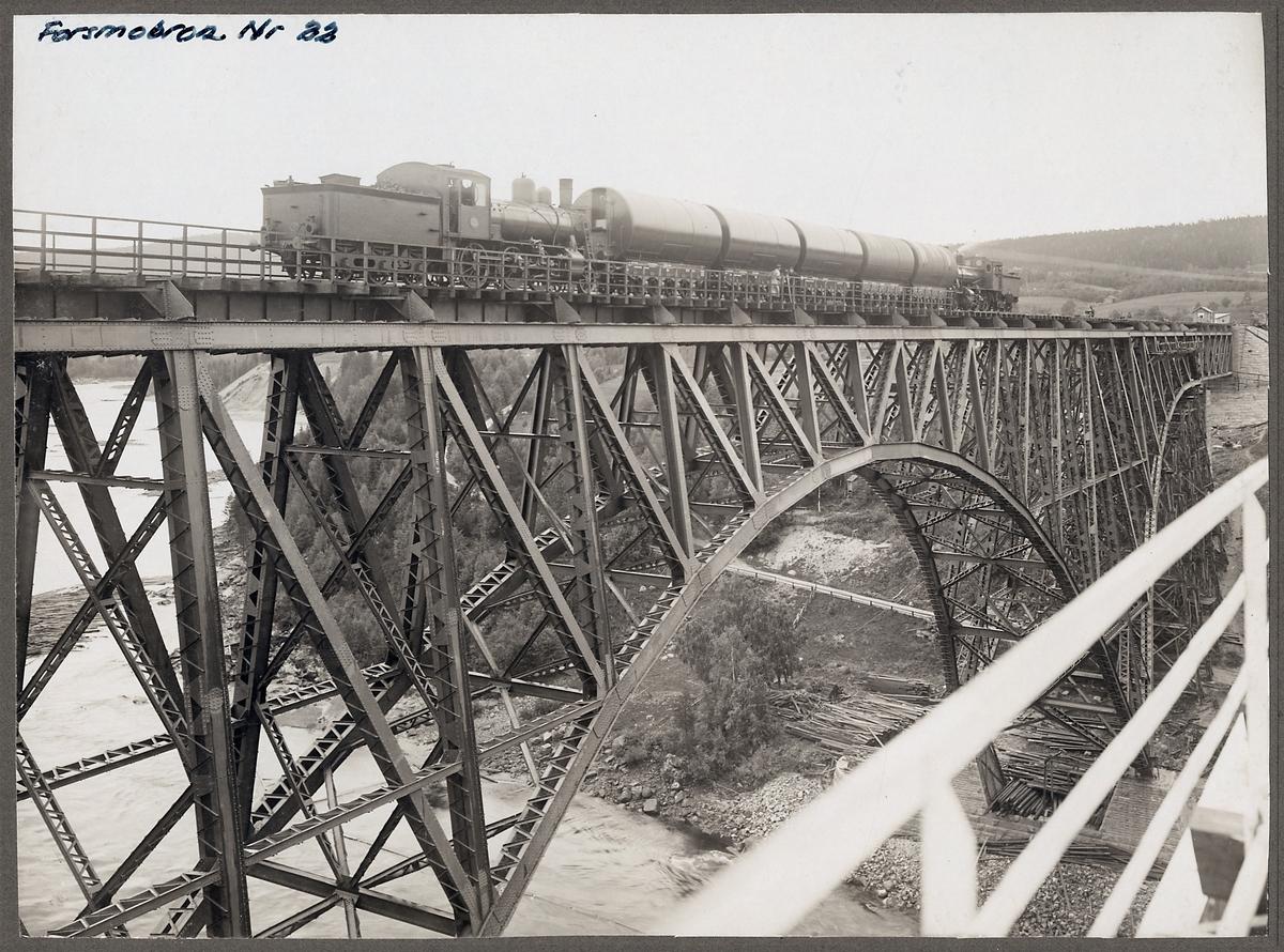 Provbelastning av järnvägsbron över Ångermanälven vid Forsmo på linjen mellan Långsele och Mellansel.