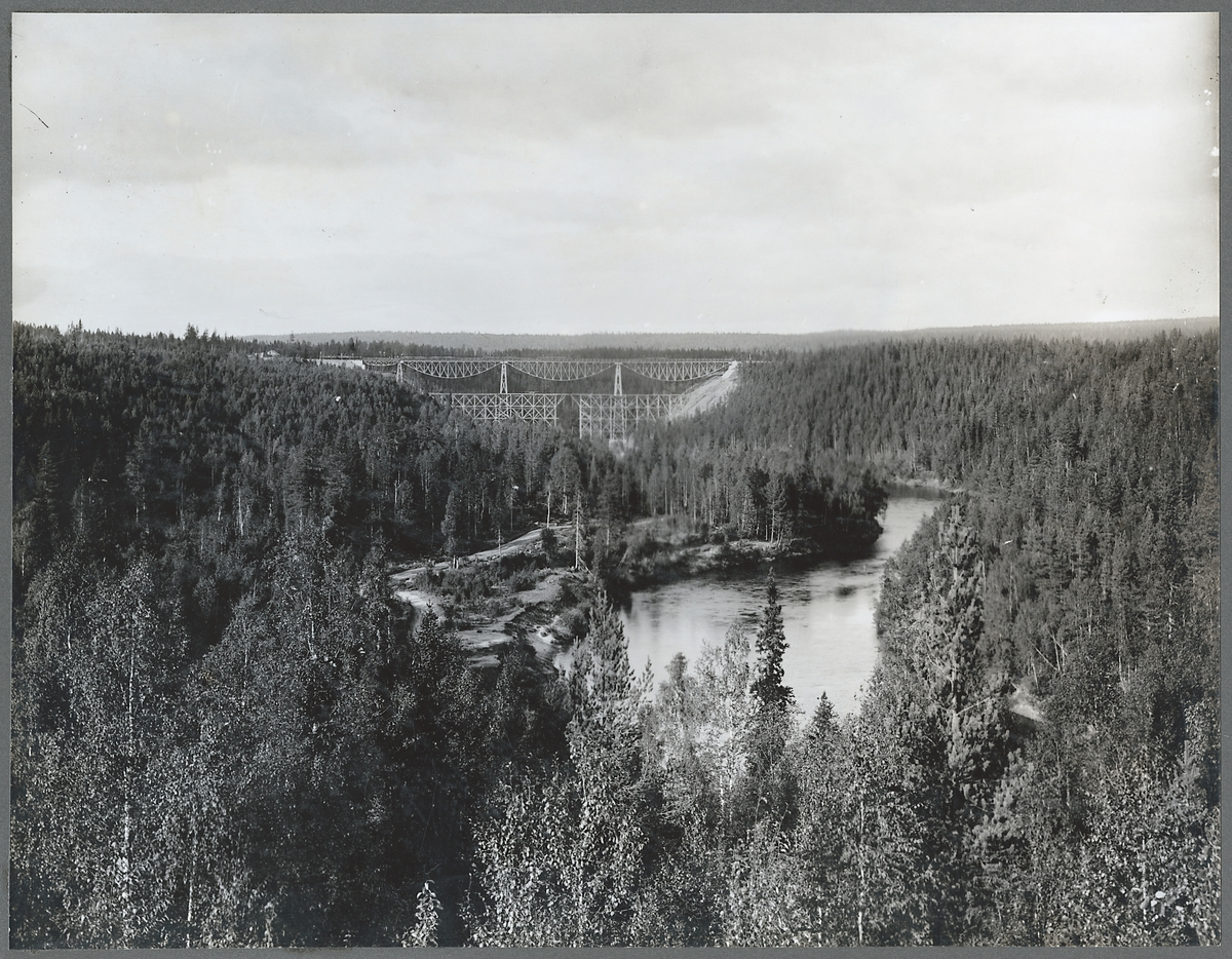 Brobygget över Öreälven.