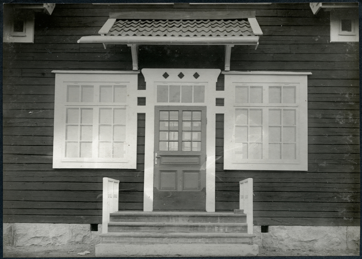 Stationshus vid Lappträsk. Station anlagd 1910. En- och enhalvvånings träbyggnad