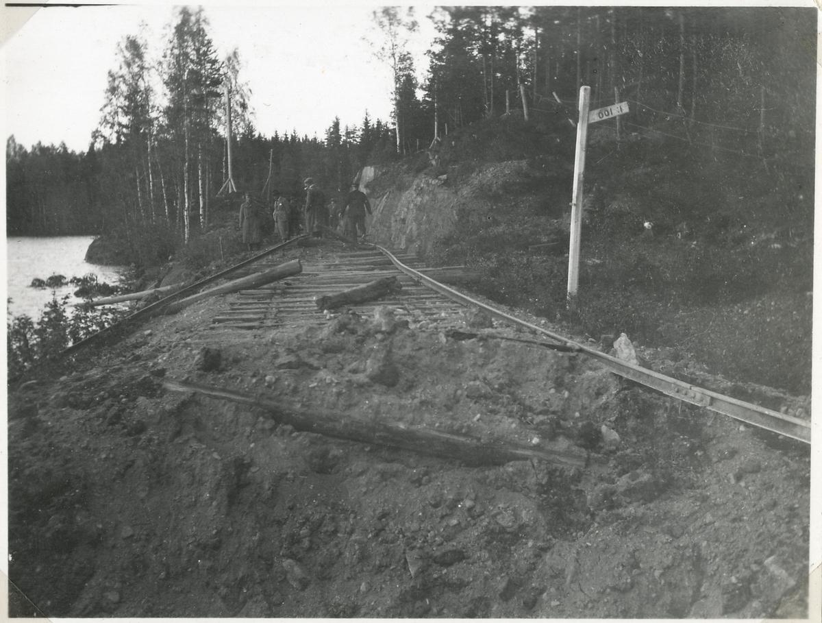 Bombningen vid Svartälvs Järnväg. Vid Sirsjön.