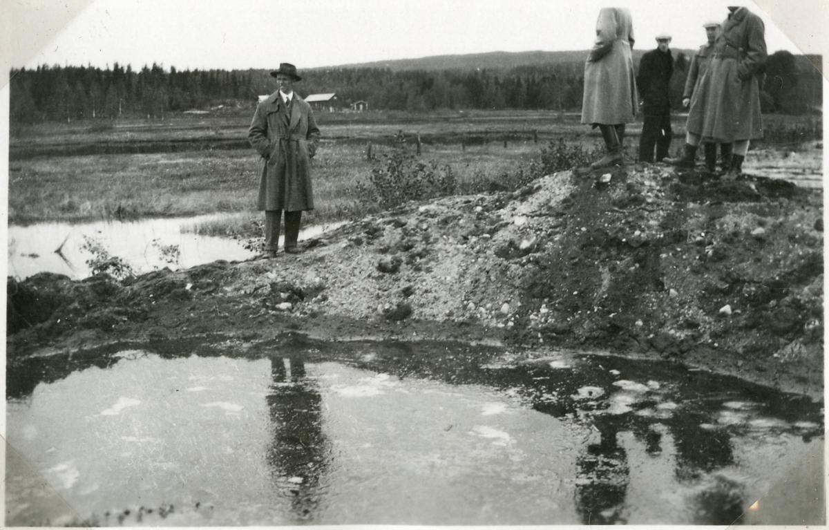 Bombningen vid Svartälvs Järnväg. Banvallen avbruten efter bombanfallen.
