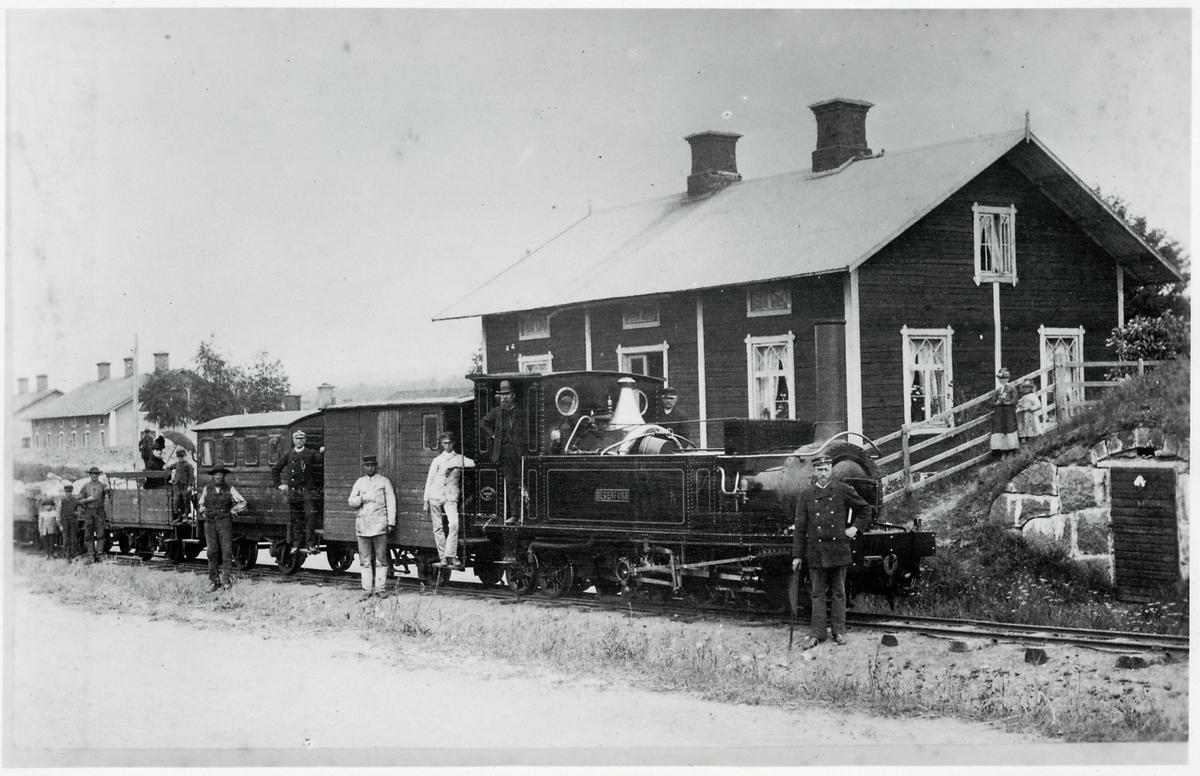 """Degerfors station. Vikern - Möckelns Järnväg, WMJ lok 1 """"Degerfors"""""""
