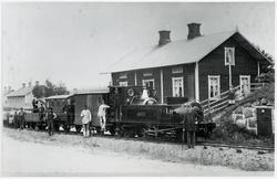 "Degerfors station. Vikern - Möckelns Järnväg, WMJ lok 1 ""Deg"