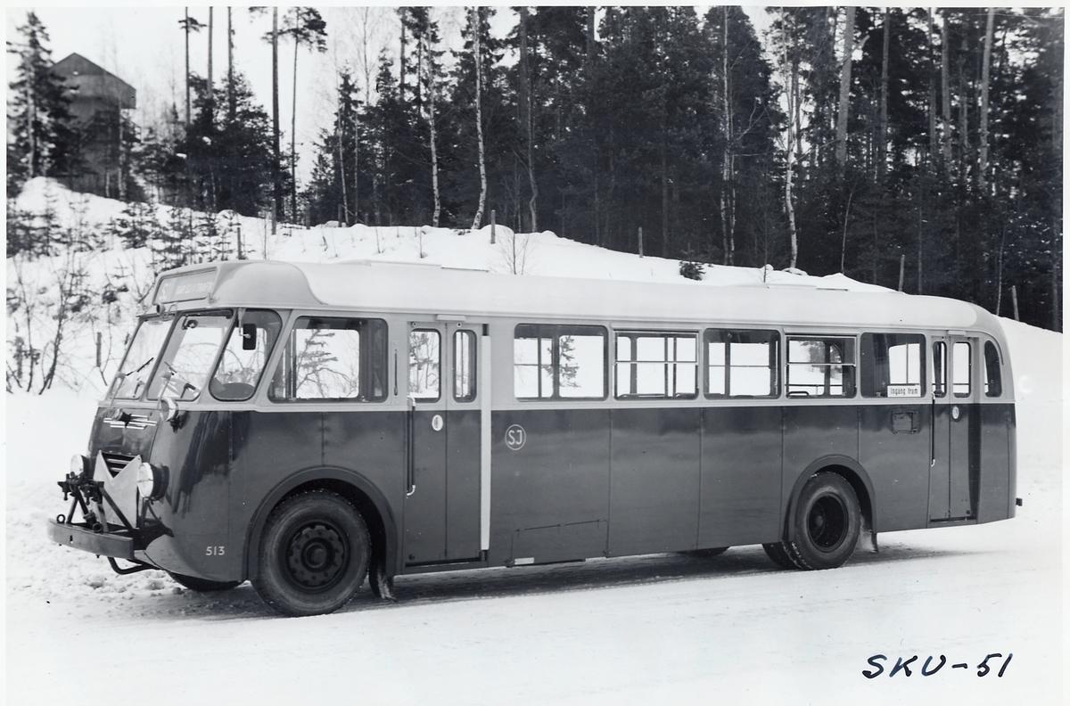 Statens Järnvägar, SJ Buss 513 i nyskick med kaross från Svenska Karosseriverkstäderna i Katrinehholm.