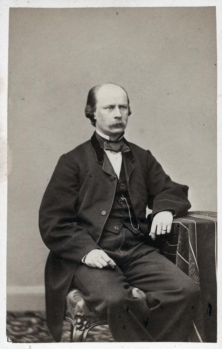 Överste Josef G. Richert.
