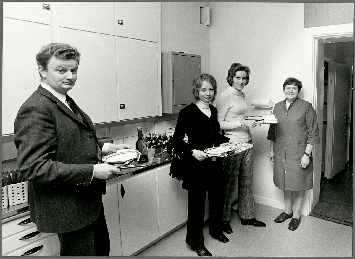 Personal i Trafikaktiebolaget Grängesberg–Oxelösunds Järnvägar, TGOJ lunchrum.